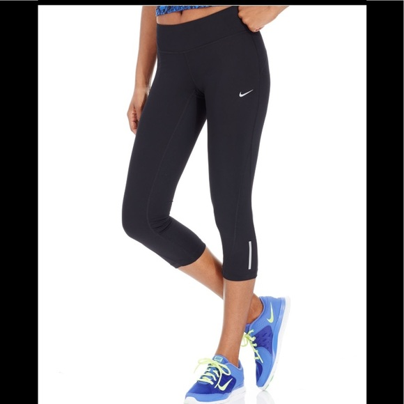 new style e1724 f349a NWOT Nike Racer 2.0 Dri-fit Run Cropped Leggings. M 5ab9a4c146aa7c58b5c3087a